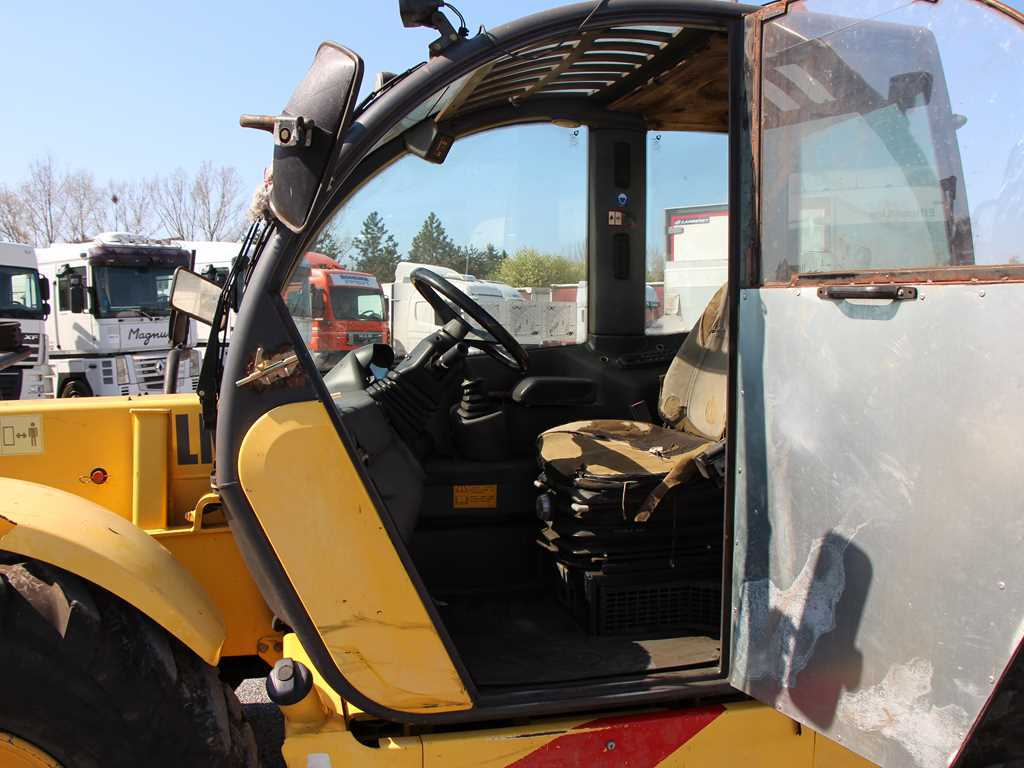 New Holland LM 1340 TELESKOPICKÝ MANIPULÁTOR